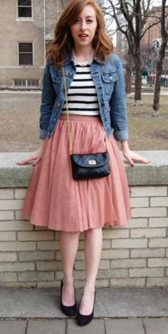 Denim Jacke Und Rosa Tüll Rock Source by casual dresses Mode Outfits, Fashion Outfits, Pink Tulle Skirt, Peach Skirt, Blush Skirt, Coral Skirt, Denim Look, Retro Mode, Mode Chic