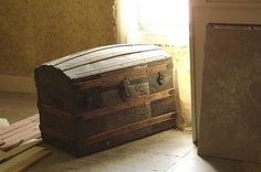 Steamer Trunk Refinishing How to thumbnail