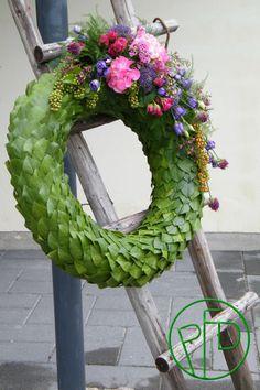 seppele8 Funeral Floral Arrangements, Flower Arrangements, All Saints Day, Sympathy Flowers, Funeral Flowers, Weaving Art, Centre Pieces, Flower Decorations, Mandala