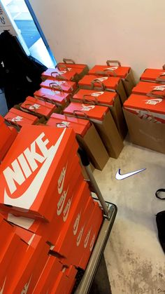 Cute Nike Shoes, Cute Nikes, Birthday Outfit For Teens, Outfits For Teens, Movie Love Quotes, Money On My Mind, Cute Instagram Pictures, Nike Converse, Trendy Hoodies