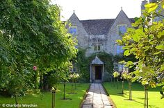 The Galloping Gardener: Kelmscott Manor - home of William Morris. A house and garden no Arts and Crafts aficionado can afford to miss!