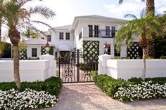 Living: 5 Move-In Ready Palm Beach Homes British Colonial Style, Colonial Style Homes, Sunrise Pools, Beach Cottage Exterior, Colonial Exterior, Exterior Design, Palm Beach Gardens, Florida Living, Barbie Dream House