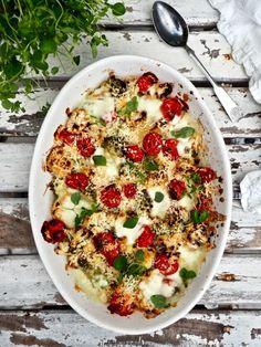 Paahdettu kukkakaalivuoka Fish And Chips, Mozzarella, Vegetable Pizza, Quiche, Vegetables, Breakfast, Food, Morning Coffee, Essen