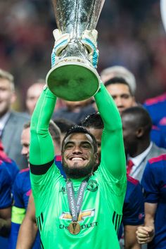 Sergio Romero of Manchester United lifts the Europa League trophy after the UEFA Europa League final between Ajax and Manchester United at Friends Arena in Stockholm may Manchester United Champions, Manchester United Football, Lionel Messi Wallpapers, Joker Wallpapers, Man Utd Squad, Simply Red, Soccer World, Europa League, Fa Cup