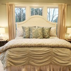Trendy bedroom farmhouse master bedding chip and joanna gaines Ideas French Country Rug, French Country Decorating, Country Farmhouse, Farmhouse Decor, Bedroom Bed, Home Decor Bedroom, Bedroom Ideas, Serene Bedroom, Bedroom Inspiration