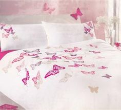 So beautiful.  I know this is bedding for a child's room, but I want it for me!