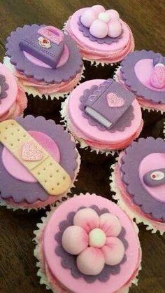 So neat Doc mcstuffins cupcakes Doc Mcstuffins Cupcakes, Doc Mcstuffins Birthday Cake, 3rd Birthday Cakes, 4th Birthday Parties, Birthday Ideas, Cupcakes Fondant, Fondant Toppers, Yummy Cupcakes, Cupcake Cookies