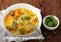 Lihapulla-pastakeitto Resepti: Valio #kauppahalli24 #ruoka #resepti #lihapulla My Cookbook, Cheeseburger Chowder, Thai Red Curry, Ramen, Nom Nom, Pasta, Cooking, Ethnic Recipes, Soups