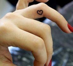 25 tatuajes para los dedos que vas a querer hacerte ya - Imagen 7