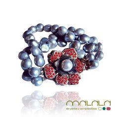 Maravilloso #brazalete de #perlas grises y broche de flor con #coral. Disponible en tienda online bajo pedido: http://ift.tt/1KuOZiy  #bracelet #pearl #accesorios #complementos #DiseñosPropios #especial #fashionblogger #handmadejewel #hechoamanoconamor #instamode #jewelry #joyas #joyasdediseño #joyasunicas #joyeriadeautor #ponteguapa #regalosconencanto #specialgift #natural #personalizado #piedrassemipreciosas #regalo