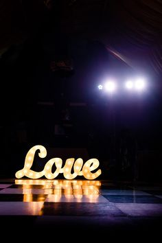 Love in lights - Decadent, stylish and glamorous wedding inspiration, glitz and glamour, winter wedding @Derek Imai Smith My Wedding #rockmywinterwedding