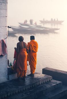 Travel photographs from the ghats of river Ganges, in Varanasi considered as the most spiritual place and one of the oldest cities in the world. Indian Photography, City Photography, Travel Pictures, Cool Pictures, India Street, Amazing India, Varanasi, Old City, Solo Travel