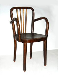 Sedia per bambino di fabbricazione artigianale, fatta negli anni '50 con legno di faggio. Dimensioni: 61 cm. di altezza, 36 cm. di larghezza e 33 cm. di profondità.