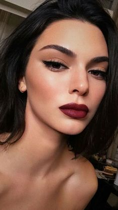 10 Sexy Makeup Ideas For Valentines Day - - 10 Sexy Makeup Ideas For Valentines Day Beauty Makeup Hacks Ideas Wedding Makeup Looks for Women Makeup Tips Prom Makeup ideas Cut Natural Makeup Hall. Maquillage Kendall Jenner, Kendall Jenner Makeup, Kendall Jenner Hair Color, Kendall Jenner Instagram, Kylie Makeup, Kylie Jenner Lips, Eyeliner Make-up, Eyeliner Brown Eyes, Dramatic Eyeliner