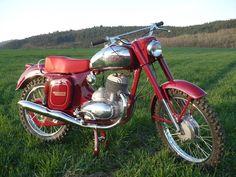 Jawa 250 Motorcycle Images, Motorcycle Design, Bike Design, Vintage Cycles, Vintage Bikes, Classic Motors, Classic Bikes, American Motorcycles, Cars And Motorcycles