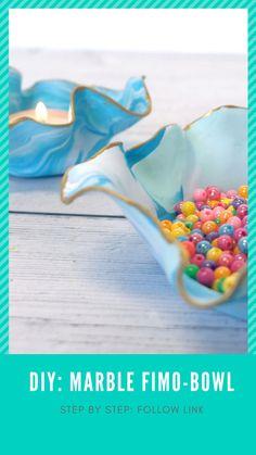 Superfine skåler med marmoreffekt lages enkelt med Fimo-leire. Se steg for steg ved å følge lenken.❤️ #kreativeideerno #fimo #myfimo #diy #gjørdetselv #lagdetselv #pyssel #pysseltips #howto #howtolab #lifehacks #tipsogtriks #smartetips Sprinkles, Candy, Lifehacks, Fimo, Sweet, Sweets, Life Cheats, Candles, Life Hacks