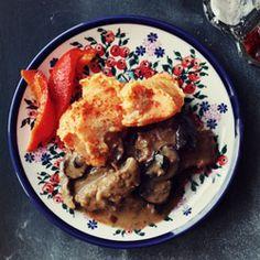 "Polish dinner - Pork ""Bitki"" with mushroom sauce and potato - bell pepper puree Polish Recipes, Polish Food, What To Cook, Chutney, I Foods, Entrees, Food Photography, Food And Drink, Yummy Food"