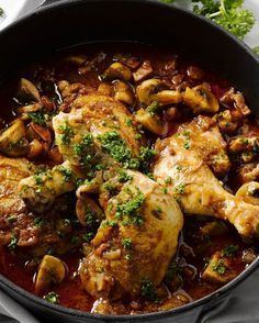 Chicken with Hunter sauce Healthy Chicken Recipes, Easy Healthy Recipes, Cooking Recipes, Low Carb Brasil, Good Food, Yummy Food, Healthy Slow Cooker, No Cook Meals, Food Inspiration