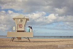 awesome and cute engagement photo in Hawaii!
