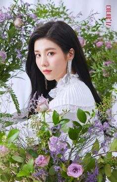 IZ*ONE's - EUNBI. in classic girl in the flowers situation.or is it flowers around girl situation? Kpop Girl Groups, Kpop Girls, Yuri, It Icons, Eyes On Me, Honda, Japanese Girl Group, Girl Bands, Female Singers