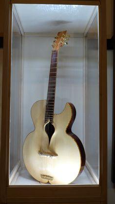 Momojiri Guitars – 1/9/2016 Ca' Pisani Hotel Venezia Gli strumenti di Momojiri guitars saranno esposti presso Ca' Pisani Hotel Venezia (Dorsoduro 979/a, Venezia) fino al 21 settem…