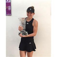 IMAGINEA de zeci de mii de LIKE-uri postata de Simona Halep! Ce a facut dupa ce a castigat primul turneu din 2015! FOTO: - www.sport.ro