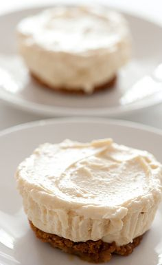 little baileys cheesecakes [5 ingredients | 10 minutes]