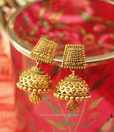 A collection of latest gold jhumka earring designs with images. Gold Jhumka Earrings, Jewelry Design Earrings, Gold Earrings Designs, Designer Earrings, Jhumka Designs, Diamond Earrings, Nose Jewelry, Gold Necklace, Gold Bangles Design