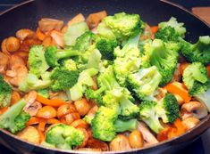 Broccoli-ovenschotel met kip, champignons en krieltjes - Keuken♥Liefde Cooking For Dummies, Easy Cooking, Oven Dishes Recipes, Weigt Watchers, Healty Dinner, Quick Easy Meals, Love Food, Chicken Recipes, Clean Eating