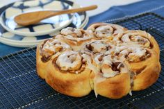 Our Thermomix Apple & Cinnamon Scrolls take only 10 minutes to prepare, need no proving time at all. and of course, taste great! Perfect for morning tea! Cinnamon Bread, Cinnamon Apples, Scrolls Recipe, Cinnamon Scrolls, Thermomix Bread, Cake Stall, Recipes From Heaven, Cooking Recipes, Cooking Ideas