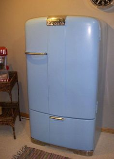 Envelopamento de geladeira na cor lavanda em eletrodoméstico antigo