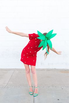 DIY Food Halloween Costumes (30+ Ideas For Any Age!) | studiodiy.com Strawberry Halloween, Halloween Fruit, Halloween Diy, Diy Strawberry Costume, Group Halloween, Toddler Halloween, Halloween Halloween, Vintage Halloween, Halloween Makeup