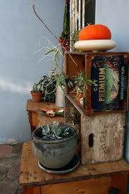 Me chiflan las cajas de fruta antiguas para decorar.. Cada vez más me gustan como quedan las cajas de fruta de madera para la decoración de la casa,del jardin.e