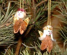 Basteln Mit Kindern   Ideen Für Weihnachten: Der Weihnachtsengel Aus  Bucheckern Zum Aufhängen Ist Eine Wunderschöne Dekoration Für Den  Weihnachtsbaum.