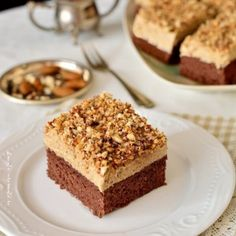 Cake with Instant Coffee Cream. Cocoa sponge cake instant coffee cream and crunchy almonds. Delicious easy to make at home with natural ingredients. Romanian Desserts, Romanian Food, Sweets Recipes, Cookie Recipes, Caramel, Delicious Desserts, Yummy Food, Individual Desserts, Sweet Pastries