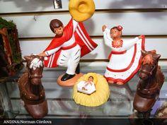 Feria nacional ofrece nacimientos inspirados en cada región Christmas Manger, A Christmas Story, Christmas Crafts, Xmas, Christmas Ornaments, Mexican Christmas Decorations, Peruvian Art, Wood Carving, Folk Art