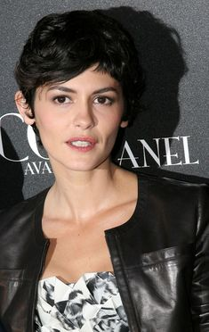"""Audrey Tautou Photos - Celebrities attend the """"Coco Avant Chanel"""" Premiere at the Cinema Gaumont Mariginan in Paris. - Celebrities Attend The """"Coco Avant Chanel"""" Premiere Audrey Tautou, Layered Bob Hairstyles, Cool Hairstyles, Hairdos, Short Wavy Pixie, New Year Hairstyle, Choppy Hair, Short Ombre, Sandy Blonde"""