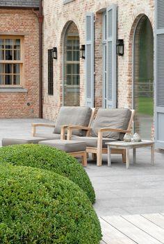 Exterior living, Belgian design. I love the brick texture