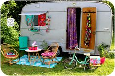 Discover 37 awesome campers that will make you want to pack up your belongings and ditch your way for the highway! Caravan Vintage, Vintage Diner, Vintage Caravans, Vintage Campers, Gypsy Trailer, Gypsy Caravan, Gypsy Wagon, Family Vacation Destinations, Cruise Vacation