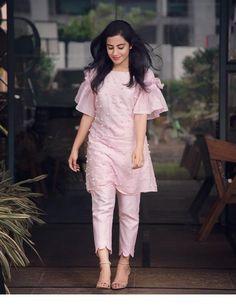 New Image : Salwar designs Kurti Sleeves Design, Sleeves Designs For Dresses, Dress Neck Designs, Stylish Dress Designs, Sleeve Designs For Kurtis, Stylish Kurtis Design, Designer Kurtis, Indian Designer Suits, Designer Dresses