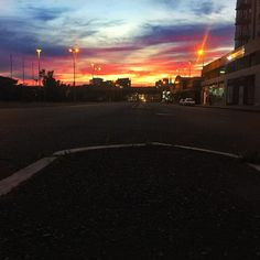 Good morning Cape Town!!! I nabbed this pre sunrise photo last week before stepping into work. I love the colors haha. Its all about them colours.  #sunrise #color #moodygrams #instaphoto #photgram #photography #mobilephotography #skyporn #beauty #streets #whatdoyousee #happy #clouds