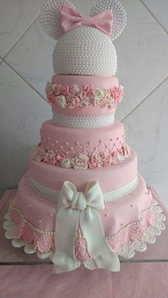 Stunning Minnie Mouse pink and white cake