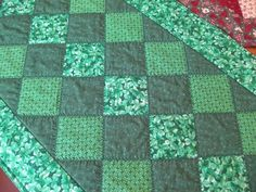 bitty bits & pieces: Holiday Table Runner Pattern