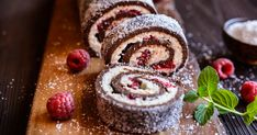 Low Carb Chocolate Roll Cake with Raspberry Coulis Kokos Desserts, Köstliche Desserts, Coconut Recipes, Low Carb Recipes, Coulis Recipe, Chocolate Roll Cake, Eat Fat, Christmas Desserts, Tray Bakes