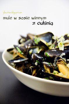 mule w sosie winnym z cukinią (mussels in white wine sauce and zucchini)