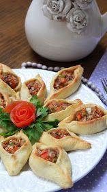 empanadillas-árabes Comida Judaica, Arabian Food, Summer Snacks, Dessert For Dinner, My Favorite Food, Finger Foods, Mexican Food Recipes, Brunch, Food And Drink