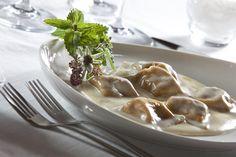 Ravioli di castagne serviti con maccagno. Vienili a provare all'Oasi Zegna. www.oasizegna.com