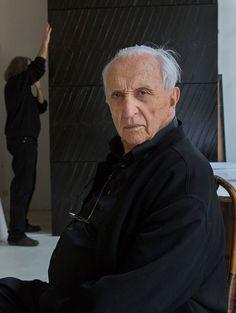 Pierre Soulages dans son atelier parisien en février 2014.