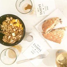 Hoy comemos de nuevo en @txurri_natural y además os lo contamos en el blog [blog.cristinapina.es]#lunch #madrid #takeaway #salad #quinoa #quinoasalad #deli #foodie #healthy #healthylunch by cristina_pina