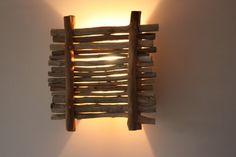 Applique murale en bois flotté, 100% récup, support en bois de palette avec paravent de bois flotté. Luminaire d'ambiance pour un univers Zen, Moderne et Nature...  dim: 30x32 - 8776197